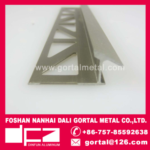 Aluminum extrued flooring tile strip