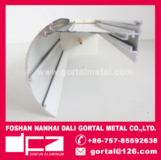 Aluminum curtain head track with accessory